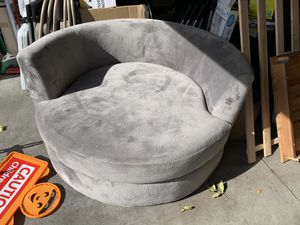 Very clean round couch for Sale in Anoka, MN