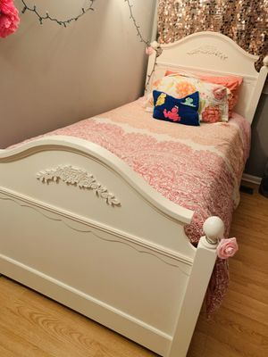 PotteryBarn Twin Bed with Trundle Bed for Sale in Waukegan, IL