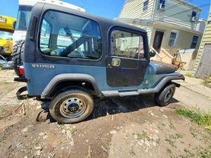 Jeep wrangler 1987 needs brakes and the clutch has an oil leak $ 700 for Sale in North Bergen, NJ