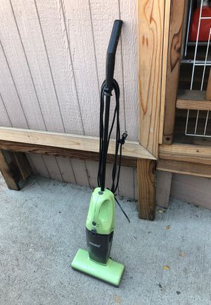 Eureka quick-up Vacuum cleaner for Sale in Los Angeles, CA