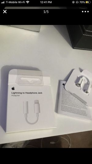 Apple headphone jack and headphones for Sale in Chicago, IL