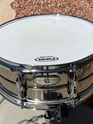 Pearl 14x6 Sensitone snare drum in ( Excellent Condition ) for Sale in Goodyear, AZ