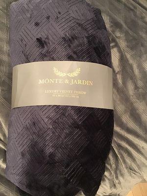 Monte and Jardin new velvet throw. for Sale in Everett, WA