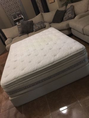 Serta perfect sleeper queen mattress and boxspring deliver for extra gas money for Sale in Mercedes, TX