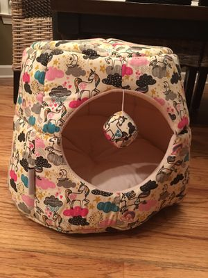 whiskers and Co Cat pet bed Hut Unicorns for Sale in Lawrenceville, GA