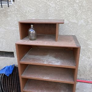 Free Wooden Shelf for Sale in Lynwood, CA