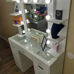 White Makeup Vanity!!!!!! for Sale in Victorville, CA