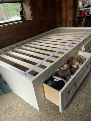 Twin Bed, Pottery Barn Belden, Simply White for Sale in Ravensdale, WA