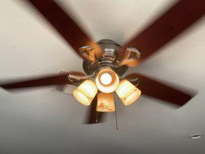 Hunter ceiling fan with 4 lights. for Sale in Goodyear, AZ