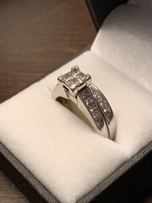 14 grams White gold real diamond Wedding ring size 8.5 for Sale in Phoenix, AZ