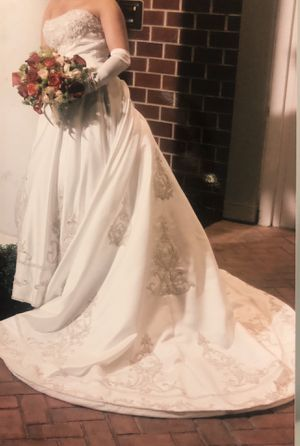 Free Wedding Dress - Size 8 clothing for Sale in Milford, MA