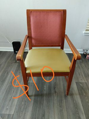 Wooden Chair for Sale in Alpharetta, GA