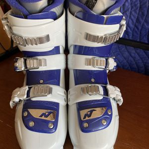 Girls Nordic a T3 Ski Boots for Sale in Virginia Beach, VA