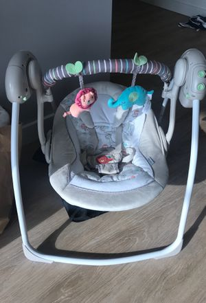 BRAND NEW BABY SWING for Sale in Clayton, MO