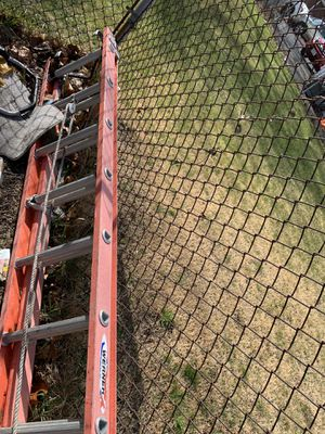 28 ft ladder with hooks and levelers for Sale in Malden, MA