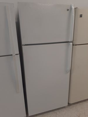 Ge top freezer refrigerator used good condition with 90 day's warranty for Sale in Mount Rainier, MD