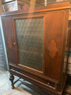 1940s Antique China Cabinet for Sale in St. Louis,  MO