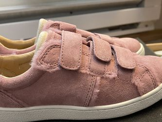 UGG Wool Faux Fur Sneakers Size 6 US for Sale in Lynnwood,  WA