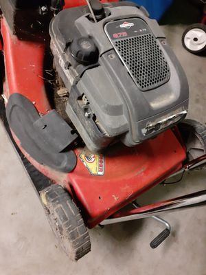 Not selling i pick up lawnmowers for Sale in Dinuba, CA