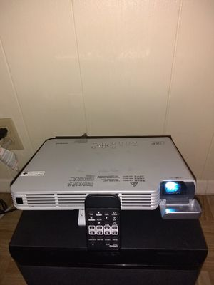 CASIO SLIM DATA PROJECTOR XJ- S41BB IN EXELEN CONDITION WHIT REMOTE N BAG for Sale in Mesa, AZ