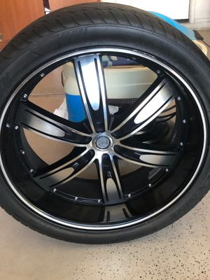 24 rim with tire for Sale in Phoenix, AZ