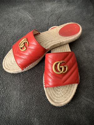 Women's GUCCI Sandals Size 40 for Sale in Bakersfield, CA