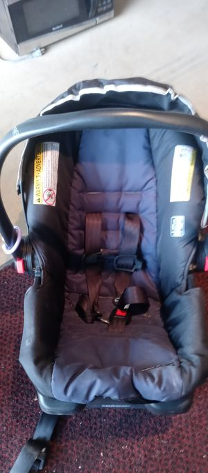 VALID GRACO CLICK AND CONNECT CAR SEAT AND BASE. for Sale in Whitehall, OH