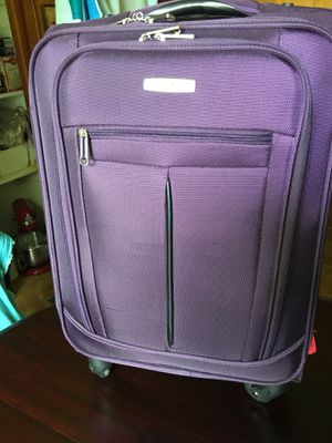 """Samsonite 21"""" Expandable lightweight Spinner Suitcase for Sale in Durham, NC"""
