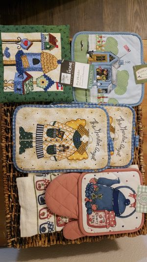 Country mitts, pot holders for Sale in Alexandria, VA