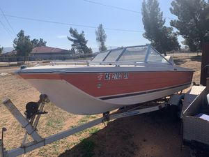 Crest liner 1977 with a Evanrude 70horse outboard with trailer 1200 or best offer it has a new motor for Sale in Apple Valley, CA