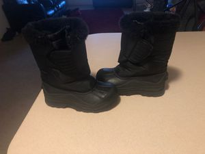 Kids Snow boots size 1 for Sale in Derby, KS