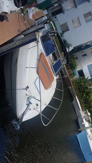 Larson cabrio 330 33' Small yacht/boat for Sale in Miami, FL