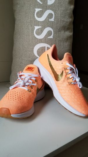 NIKE WOMEN'S AIR ZOOM PEGASUS 35 NEW! Size 6 for Sale in Tacoma, WA