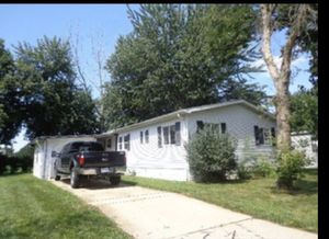 Mobile Home in Sandwish Illinois MUST BE 55 YEARS OLD TO LIVE IN TRAILER PARK( serious inquires only please don't waste mine or your time) for Sale in Stickney, IL