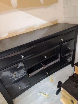 free dresser for Sale in Lauderhill, FL