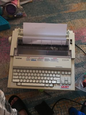 Maquina para escribir eléctrica marca Brother compatible pc * clasico* for Sale in Los Angeles, CA