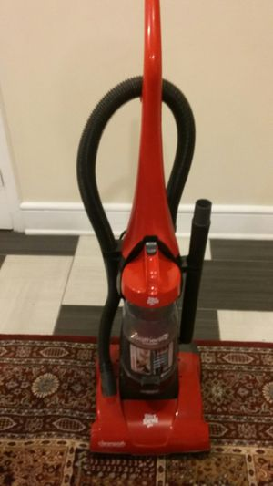 NICE DIRT DEVIL FEATHERLITE CYCLONIC PERFORMANCE BAGLESS VACUUM CLEANER EXCELLENT CONDITION LIKE NEW for Sale in Alexandria, VA