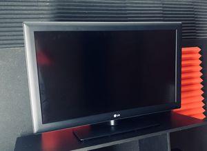 40 inch lg tv for Sale in Colorado Springs, CO