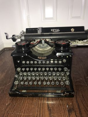 Vintage Royal typewriter manual 1940s excellent condition for Sale in Potomac, MD