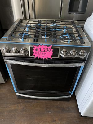 SAMSUNG GAS RANGE BLACK STAINLESS STEEL OPEN BOX UNIT for Sale in Covina, CA