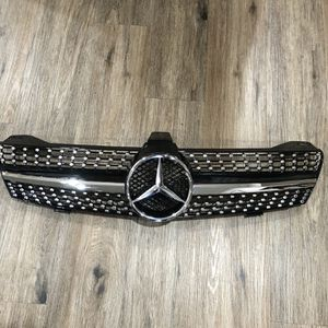 Mercedes 219 Cls 500 Cls 600 Front Grill With Diamonds Black AMG Grill for Sale in Irvine, CA