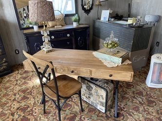 Modern Farmhouse Style Writing Desk & Chair for Sale in Milwaukie,  OR