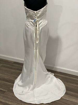 Beautiful wedding dress for sale $100 regularly $350. Size 10/M. for Sale in San Leandro, CA