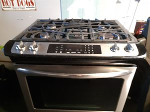 Frigidaire Gallery 30 in with 4 burner slide in gas range with convection oven stainless steel for Sale in Staten Island, NY