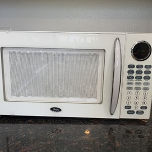 Oster Microwave & Crock-Pot/Smart-Pot for Sale in Huntington Beach, CA