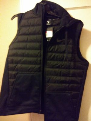 Black nike vest large for Sale in Wichita, KS