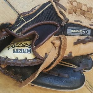 Baseball Glove for Sale in Chandler, AZ