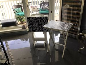 4 TV tables with stand for Sale in Fort Lauderdale, FL