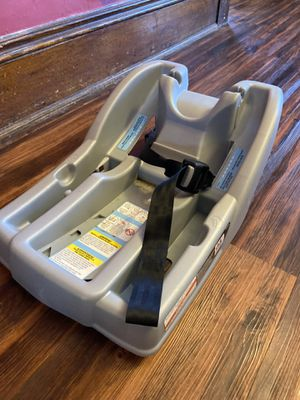 Graco click connect Car seat base for Sale in Niles, OH