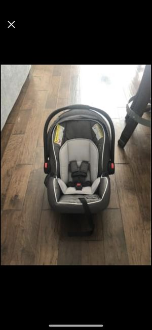 Graco SnugLock car seat and stroller frame for Sale in Oakdale, CA